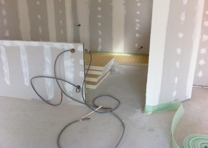 pose de l 39 isolant au sol et du plancher chauffant. Black Bedroom Furniture Sets. Home Design Ideas