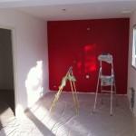 Les fameuses 5 couches de peinture rouge dans la cuisine
