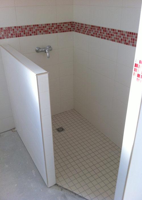 pose des carreaux et mosa ques dans les salles d 39 eau. Black Bedroom Furniture Sets. Home Design Ideas