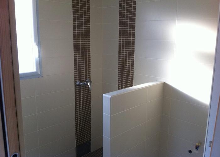 Salle de bain sans carrelage collection et peinture - Joint carrelage salle de bain etanche ...