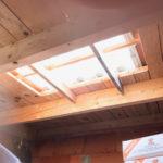 Zoom sur les tuiles transparentes de l'intérieur du garage