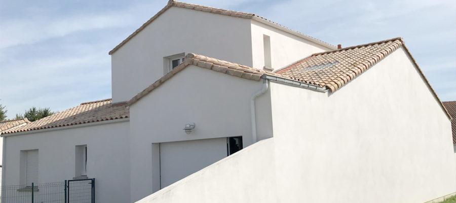 Maison avec un garage de tuiles transparentes