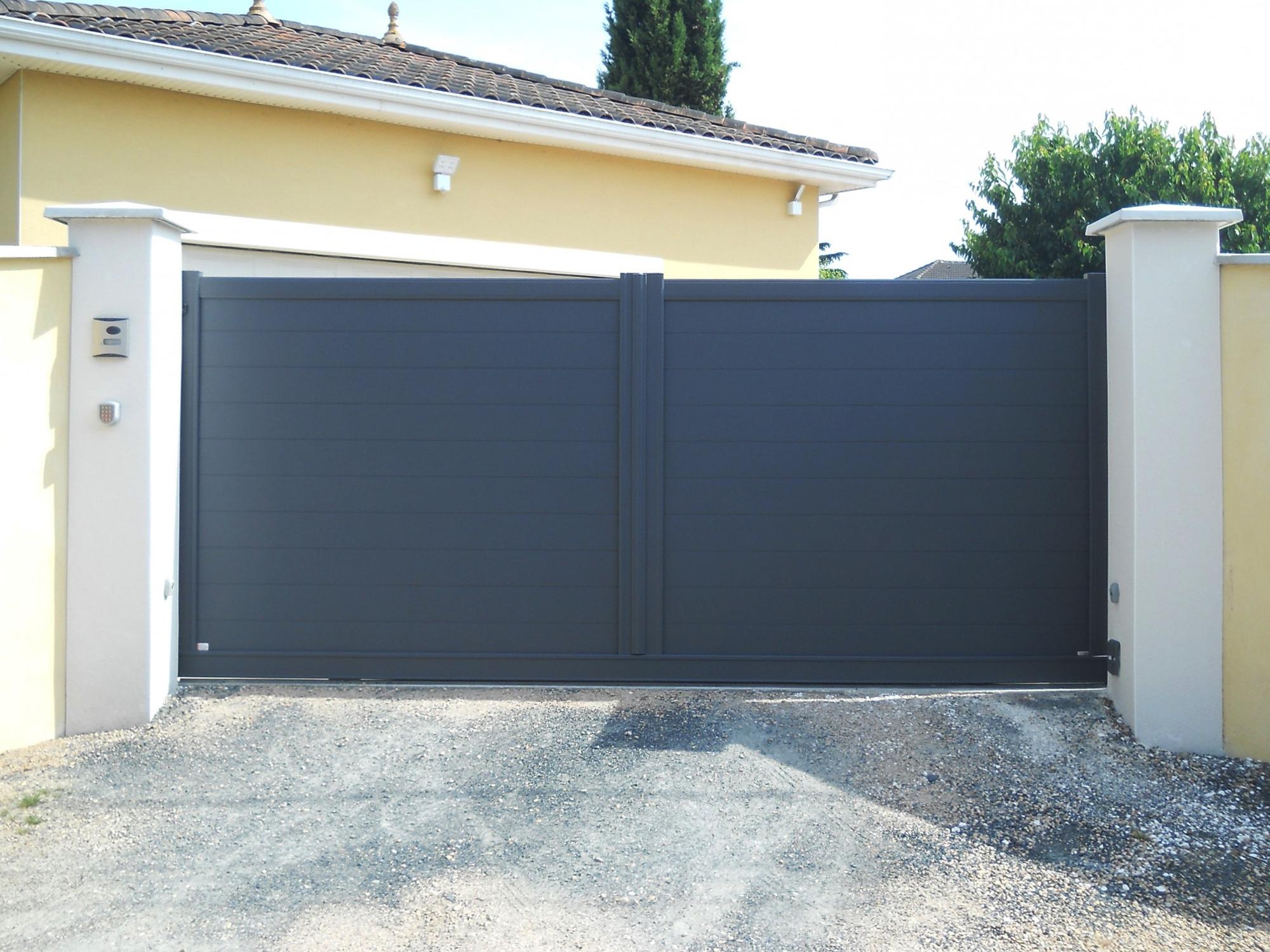 40dc880a342137 Le choix du mode d ouverture du portail va dépendre de la configuration de  votre entrée de maison.