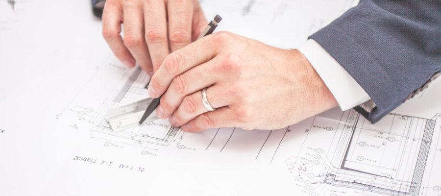Signature d'un achat de maison sur plan