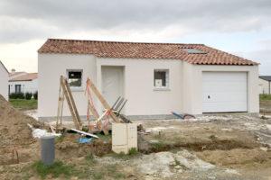 Plan de maison avec formes simples et compactes
